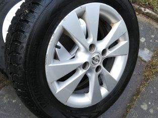 2x Nokian winter tyres on Nissan Note alloys