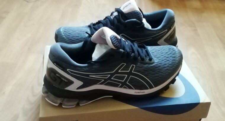 Ascics trainers, size 6.5 new, unwanted present,